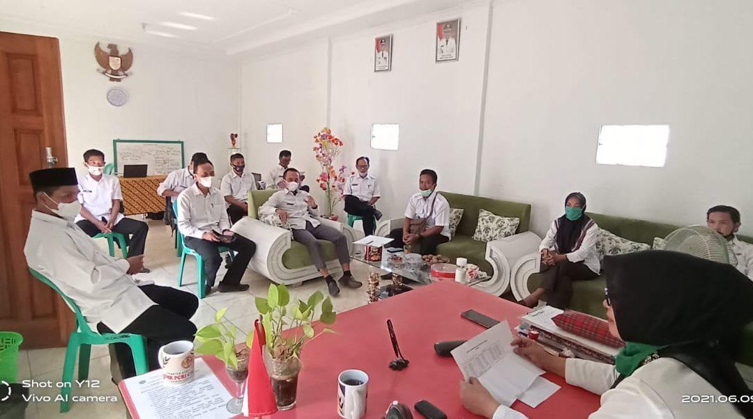 Semangat Rapat Mingguan Perangkat Desa Cikoneng